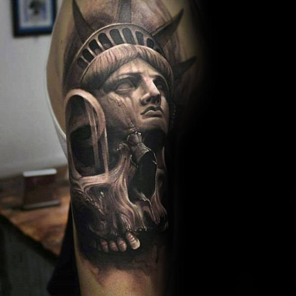 92 unique statue of liberty tattoos and meanings for guys. Black Bedroom Furniture Sets. Home Design Ideas